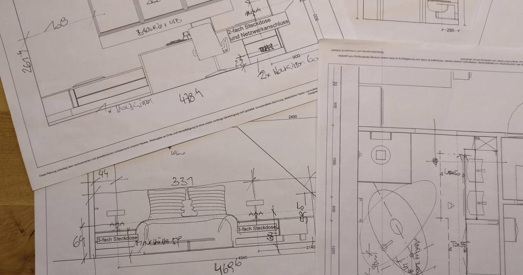 Skizzenzeichnungen von verschiedenen Räumen